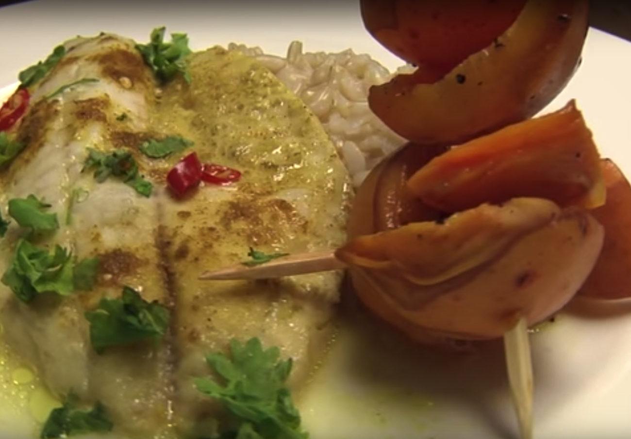 Currys hal grillezett sárgabarackkal