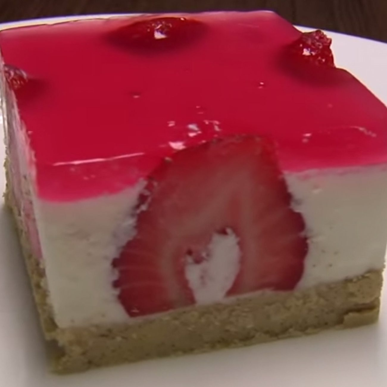 Epres mascarpones sütemény