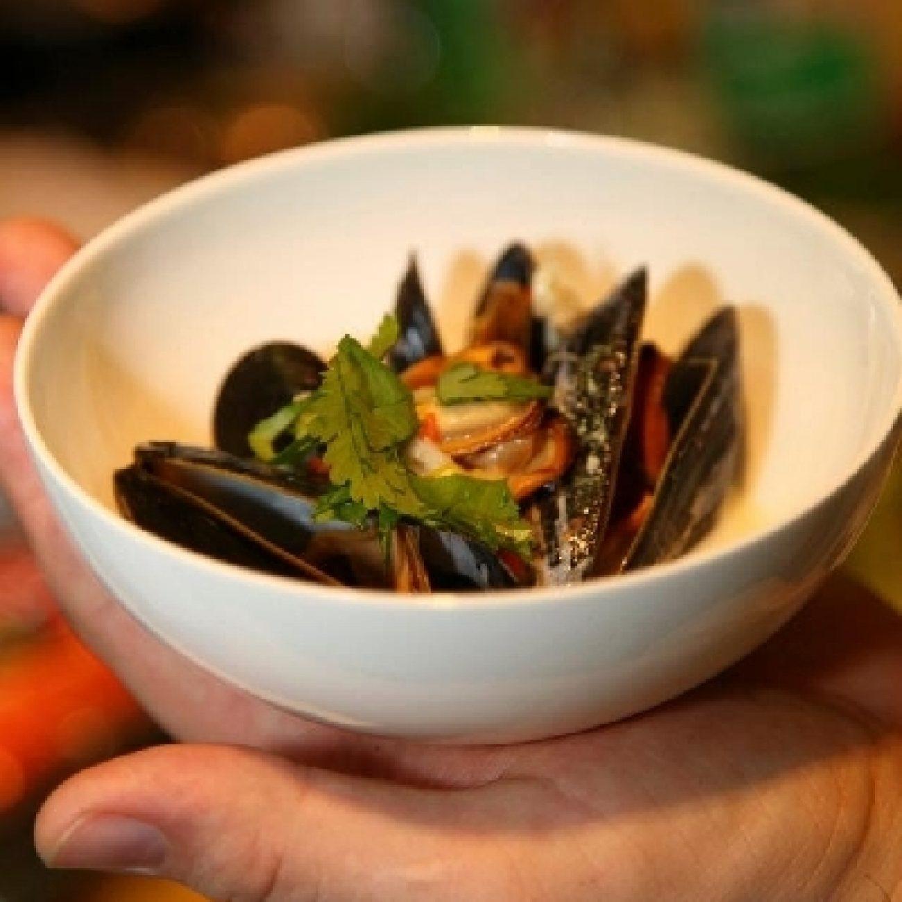 Fehérboros fekete kagyló chilis kókusztejkrémmel