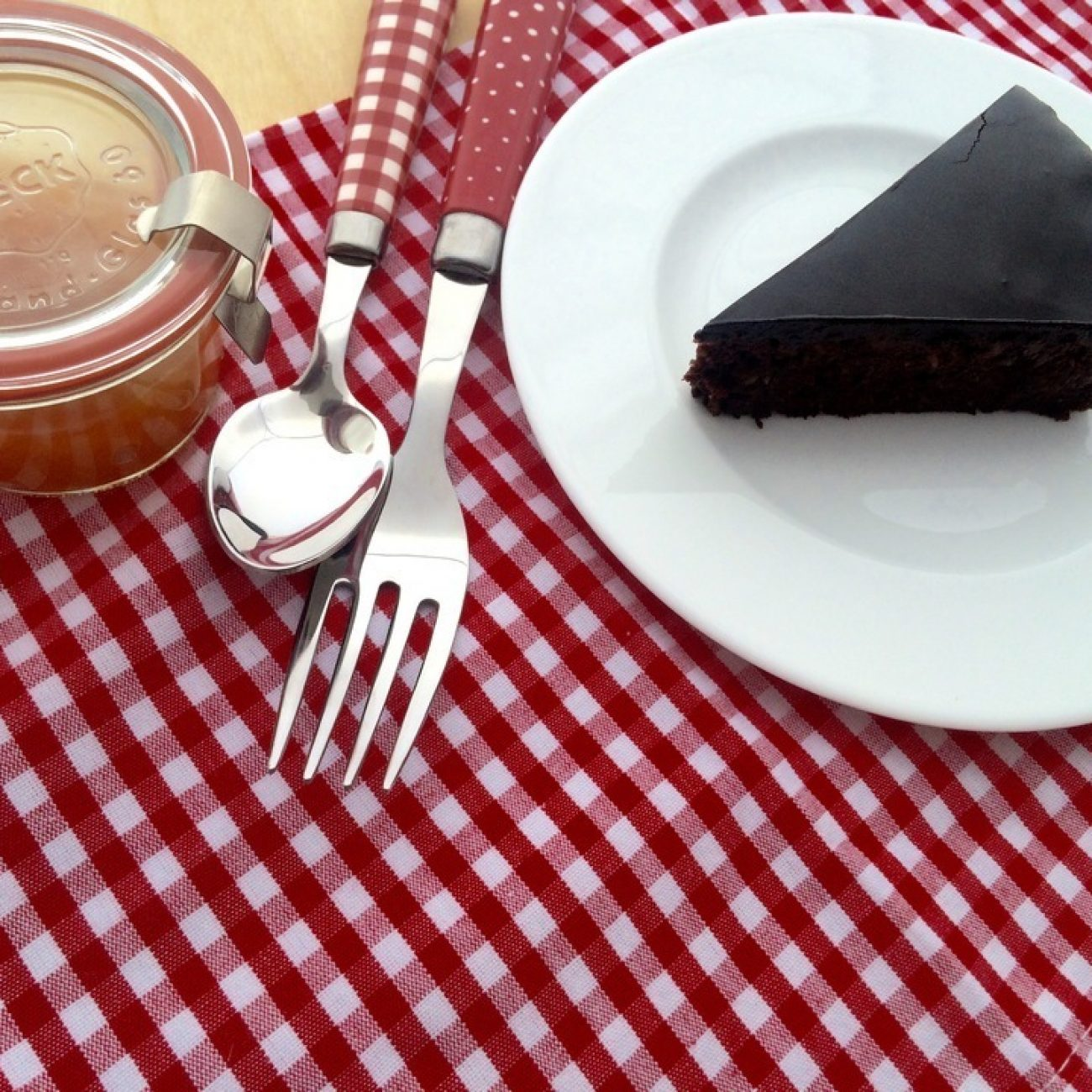 Gluténmentes duplacsokis Sacher-torta